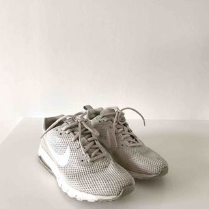Sandfärgade Nike air i superfint skick!  Nypris: 999kr —> nyligen köpta!  Frakt tillkommer!