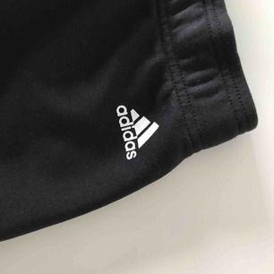 Adidas mjukisbyxor  Aldrig använda!  Frakt tillkommer!