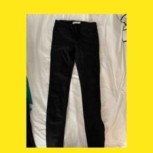 Jeansen Lisa från gina tricot, tror de slutats tillverka?? iallafall mina favorit jeans, dock är dessa aldrig använda