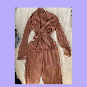 pyjamas sett från boohoo för 250 kr! snyggaste settet