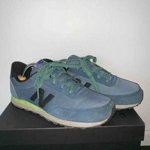 New Balance 501 Sneakers Snygga sneakers från New Balance.  Modell: 501 Storlek: 39 Nypris: 799 kr Frakt tillkommer.   Betalning via swish.