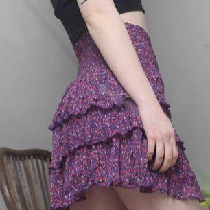Blommig, somrig kjol