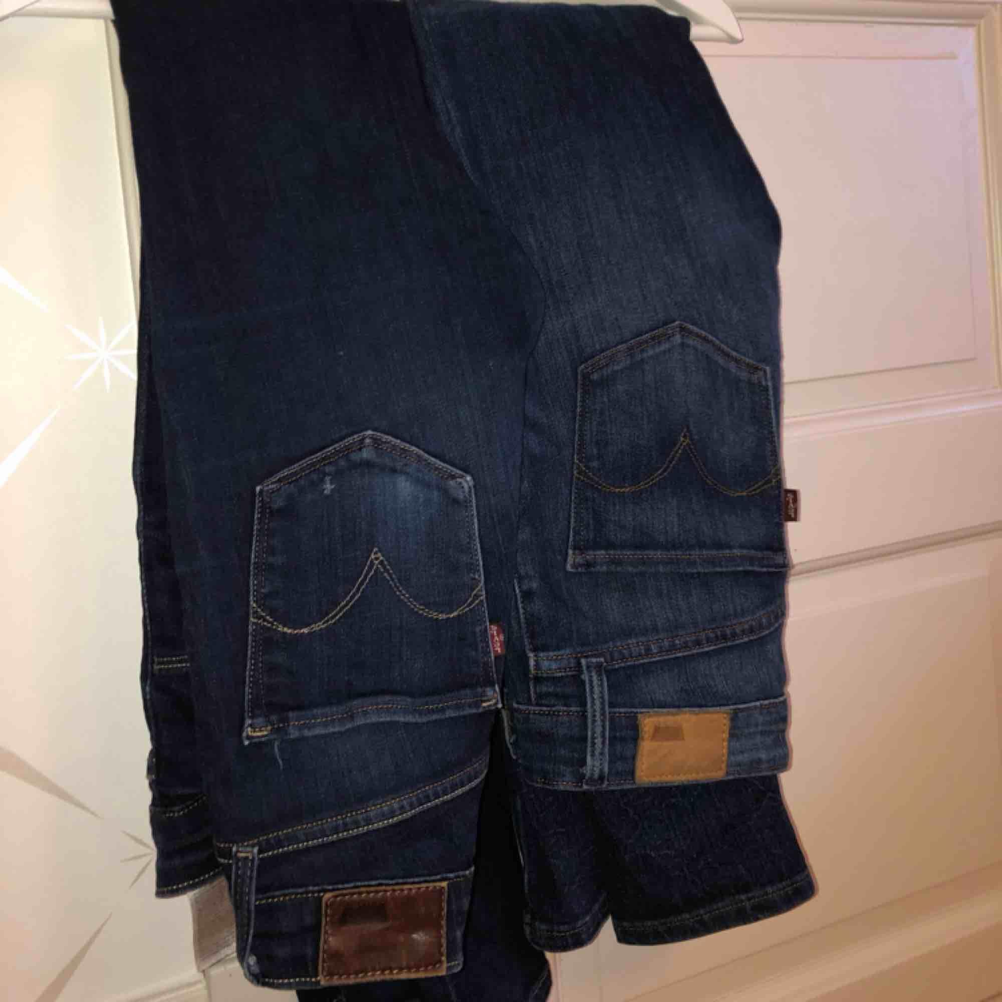 2 par jeans från Levis, modell high rise skinny.. Jeans & Byxor.
