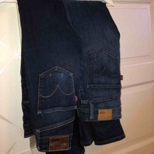 2 par jeans från Levis, modell high rise skinny.