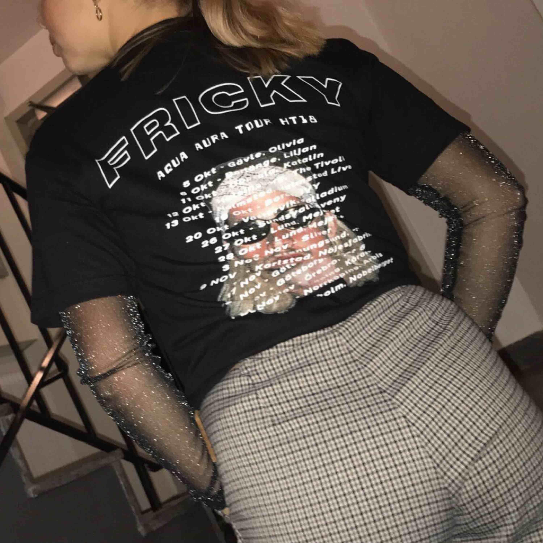 Dyng snygg Fricky merch t-shirt! Använd en gång, dvs toppen skick. Köparen står för frakt 💎. T-shirts.