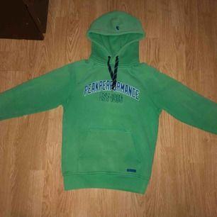 Peak Preformance college tröja Ljusgrön i färg och stämmer i storlek