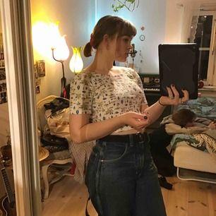 Lågryggad mönstrad magtröja, jätte fin till jeans på sommaren