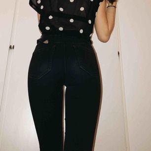 Svarta urtvättade jeans från only🔥  Dma för mer info💞