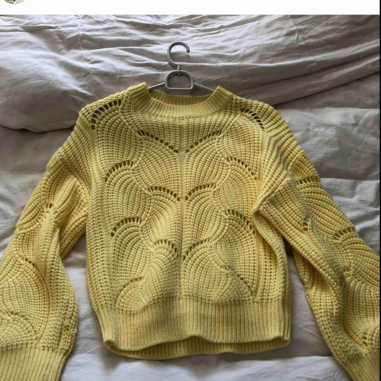 Jättefin och skön stickad tröja från Gina! . Stickat.