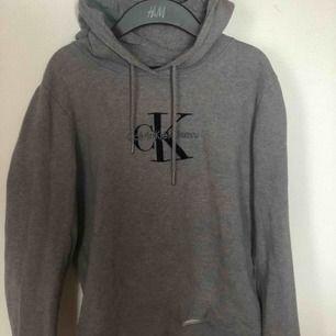 Köpare står för frakt! Jättefin Calvin Klein hoodie! ✨äkta!✨