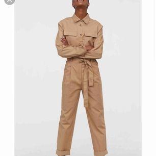 Ombloggad och slutsåld jumpsuit, aldrig använd prislappen hänger kvar.
