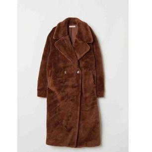 Säljer denna supersnygga jacka från HM, inköpt i november oanvänd!