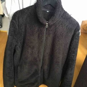 Black uniqlo fleece, 9/10 condition. Will mail at buyers expense