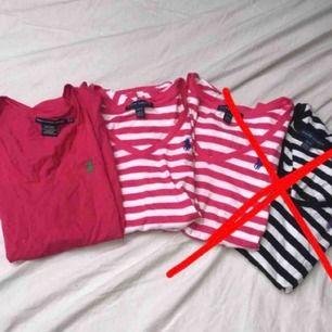 Säljer 2 st ralph lauren tröjor åt en kompis!  1 för 80kr & 2 för 150kr. De är i väldigt bra skick & äkta!  Den randiga är xs & den andra s.