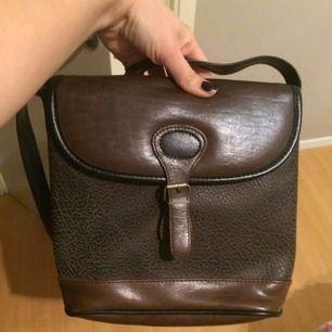 Skinn väska ,helt ny.