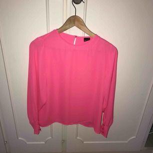 Ny blus från Gina tricot, superfin härlig rosa färg ! Stl xs (34)