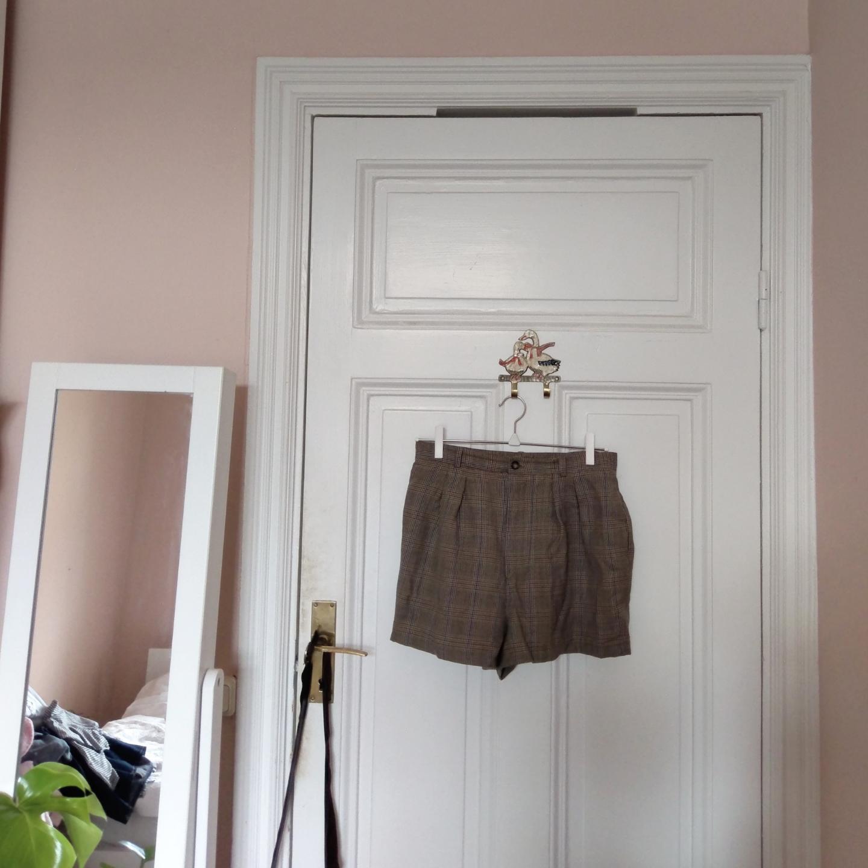Superfina, rutiga shorts i jättebra kvalitet! Knappt använda av mig då de är lite för stora i midjan. Står storlek 8 (36) i, skulle säga att de snarare är 38. 100% ull! Endast upphämtning i Stockholm ✨. Shorts.
