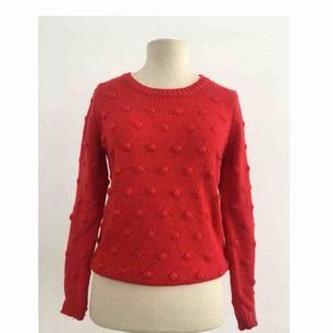 Stickad tröja i skönt material.  Märke: Holly & Whyte for Lindex. Storlek: S Skick: Mycket gott. Använd två gånger.  Pris: 100 kronor eller bud.
