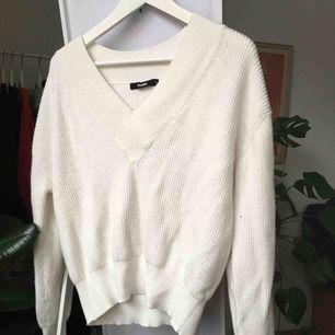 Mysigaste stickade tröjan från bikbok. Använd o tvättad en gång