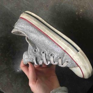 Coola glittriga Converse skor!