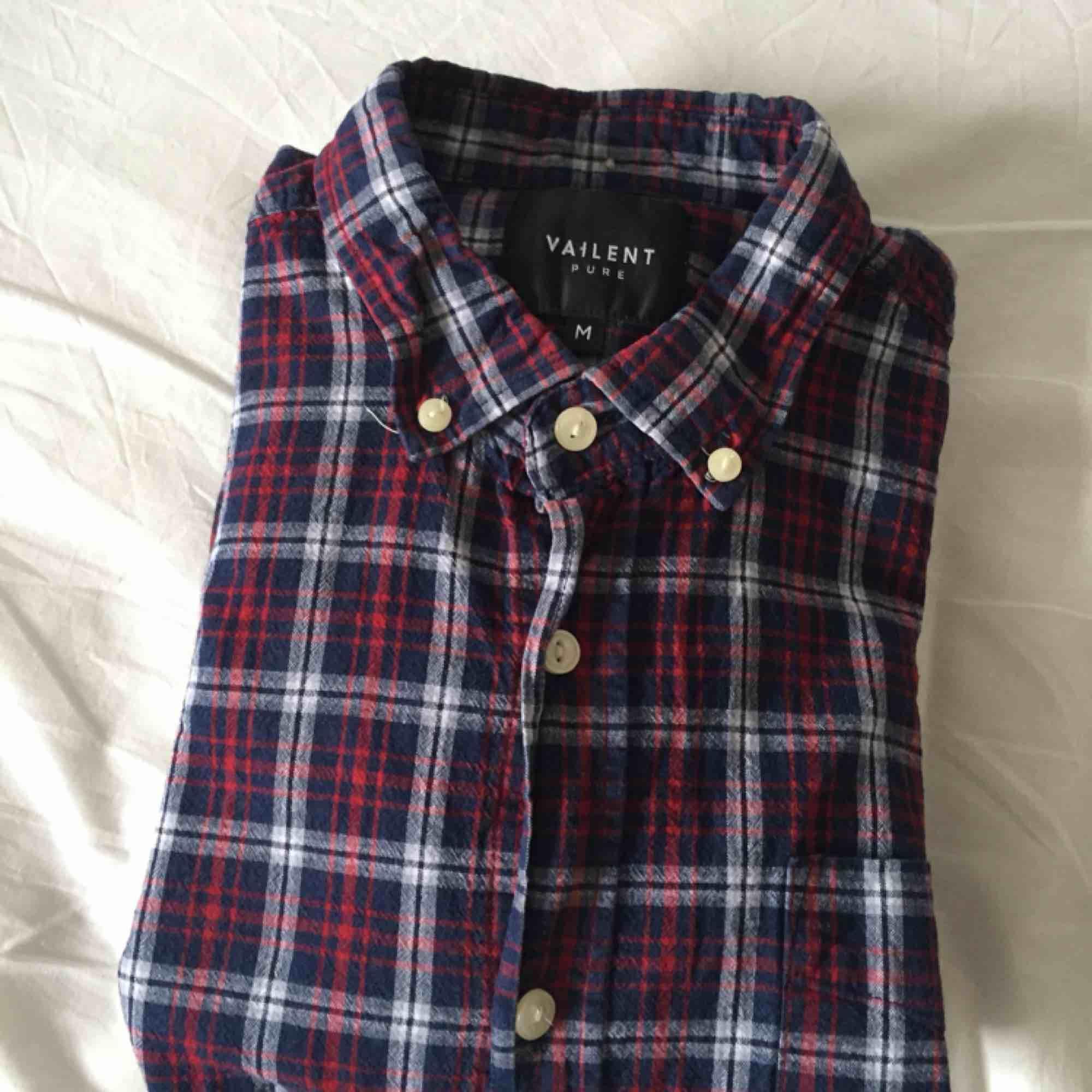 Skjorta köpt från carlings. Skjortor.