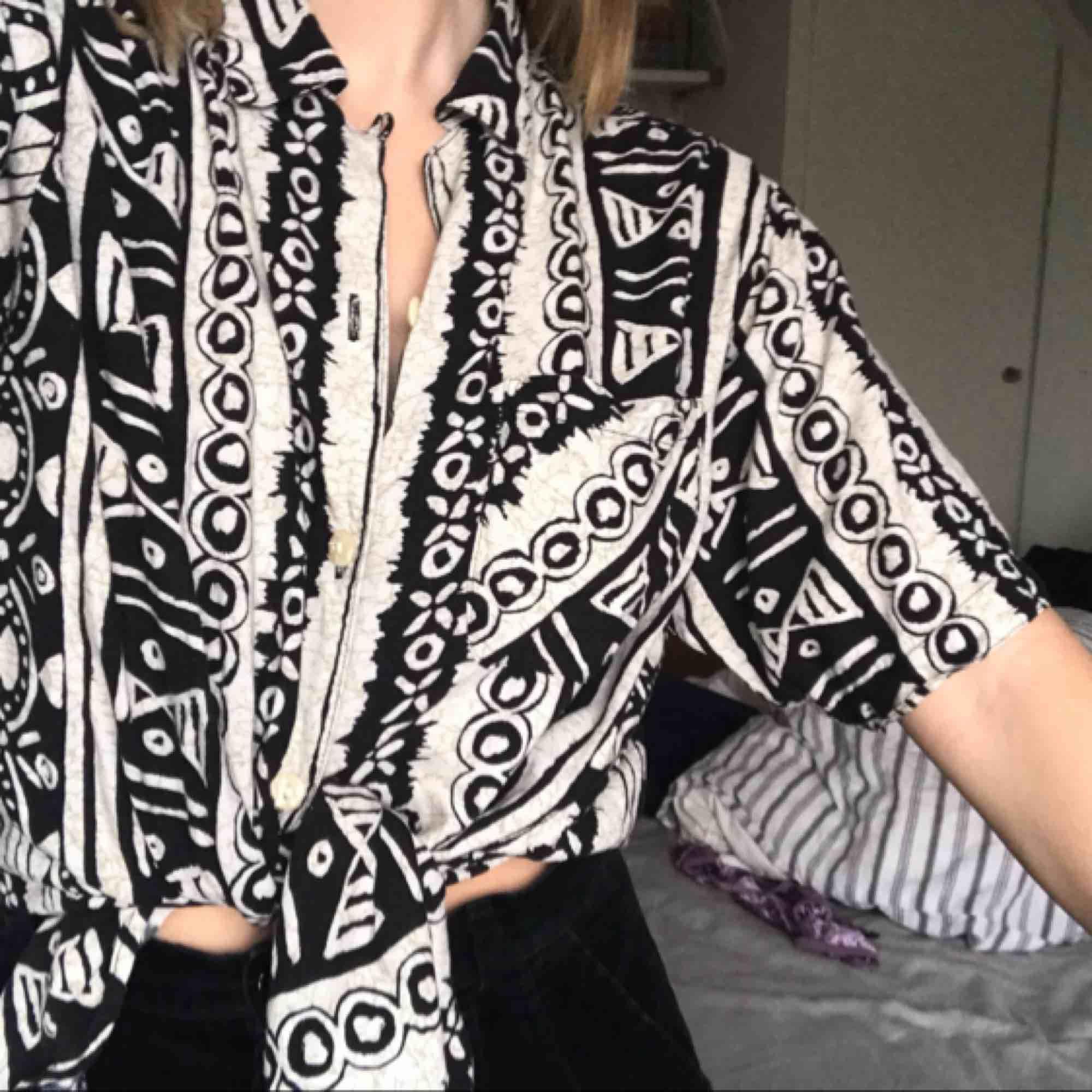 Oversized skjorta i snyggt mönster! Använder tyvärr för sällan . Skjortor.