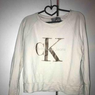 Calvin Klein tröja, strl M.  Skickar mot frakt via swish, annars finns den i Halmstad/Laholm
