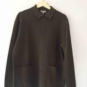 Helt oanvänd stickad tröja från cos i 100% ull