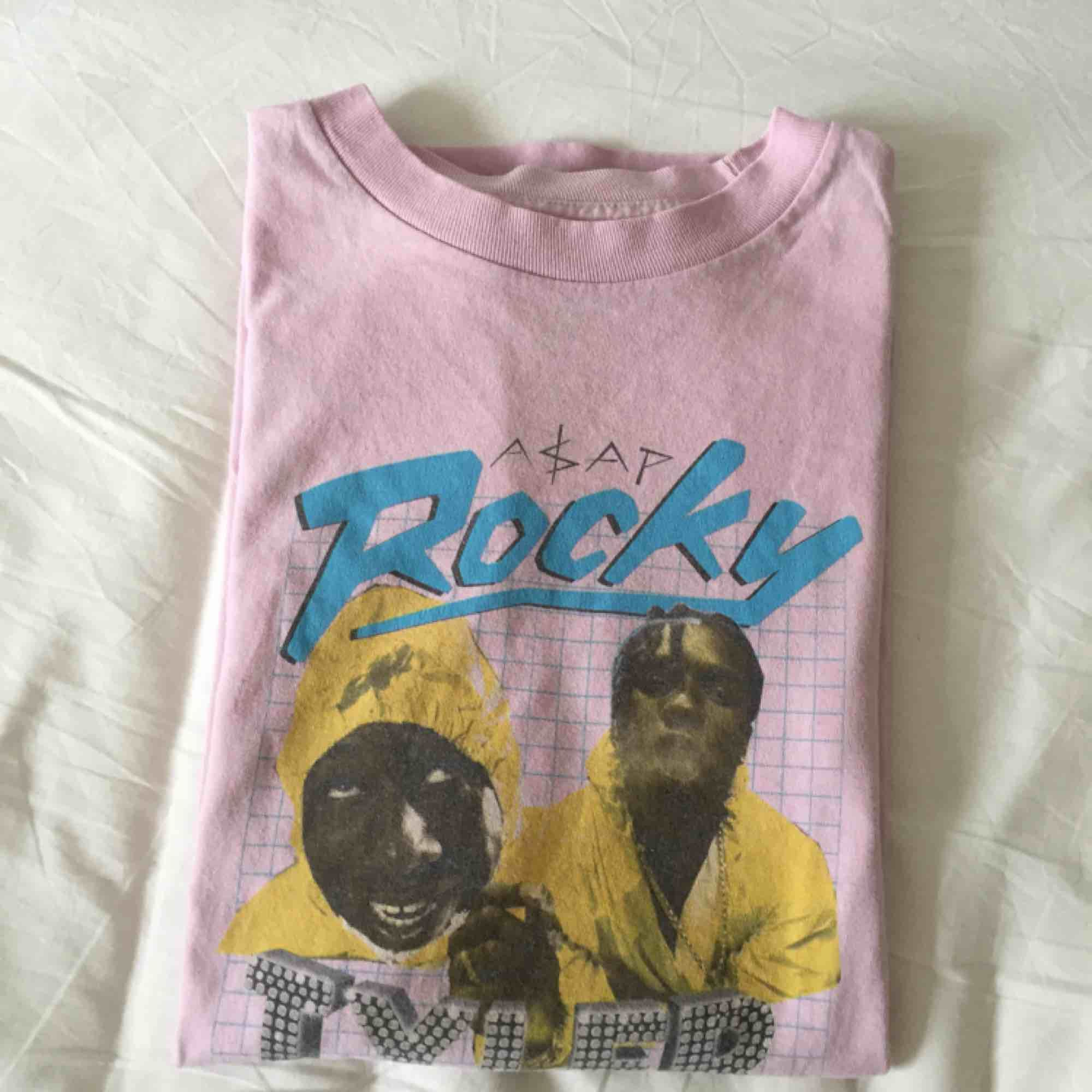 Golf Wang x A$AP ROCKY t-shirt. Har även en likadan fast i svart som jag kan sälja för ett bra pris ;-)) På grailed, depop osv går dessa tröjorna för över $50 så tycker att mitt pris är väldigt bra :)) (Köpare står för frakt). T-shirts.