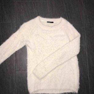 Stickad och lurvig tröja från ginatricot. Aldrig använd. Nypris 299kr 💕