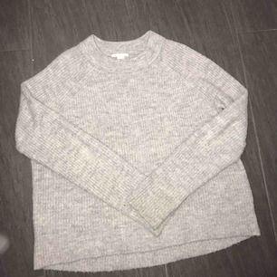💜Grå stickad tröja från H&M. Sitter som en S 💜