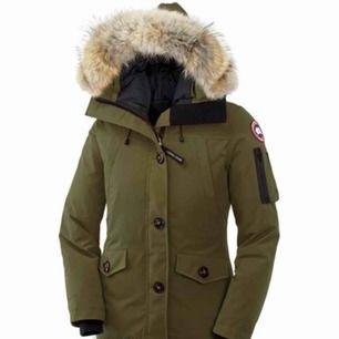 Jag säljer min, knappt använda, canada goose jacka i färgen olivgrön. Den är i ett superfint skick då den är använd ett fåtal gånger. Hör av er vid intresse!