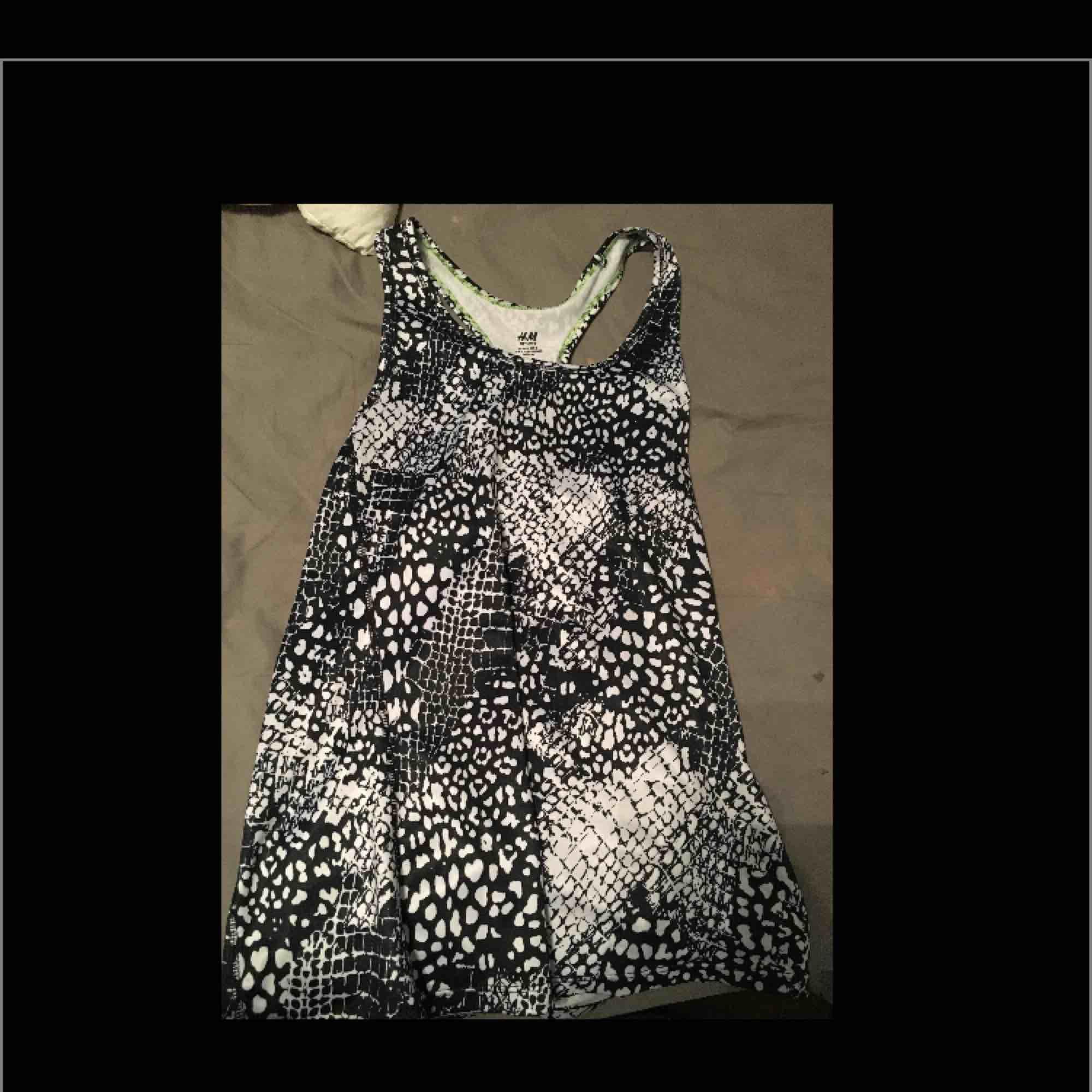Träning linne. Pris+frakt. Som ny. Huvtröjor & Träningströjor.