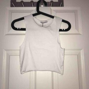 Vitt linne från Zara aldrig använd med prislapp kvar. Möts upp i Uppsala eller så står köparen för frakten!:)