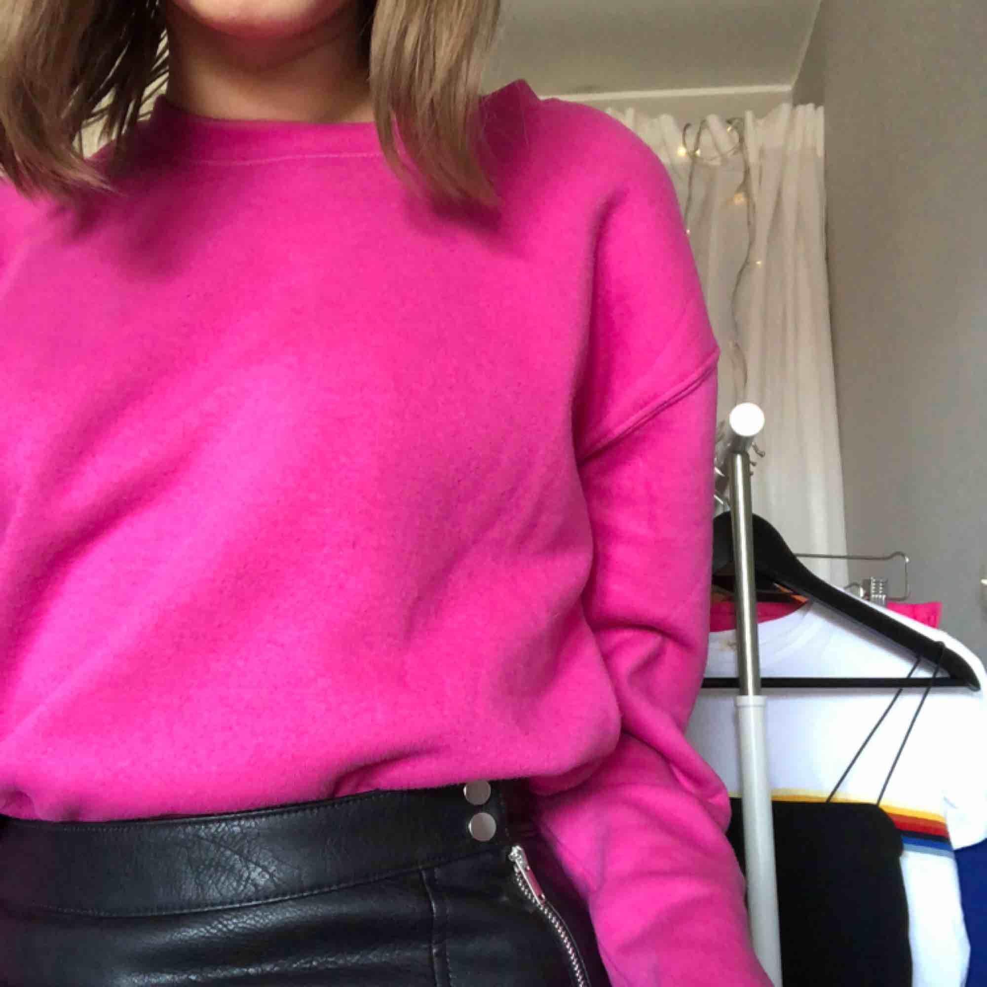Klarrosa sweatshirt från monki🤩🤩. Skjortor.
