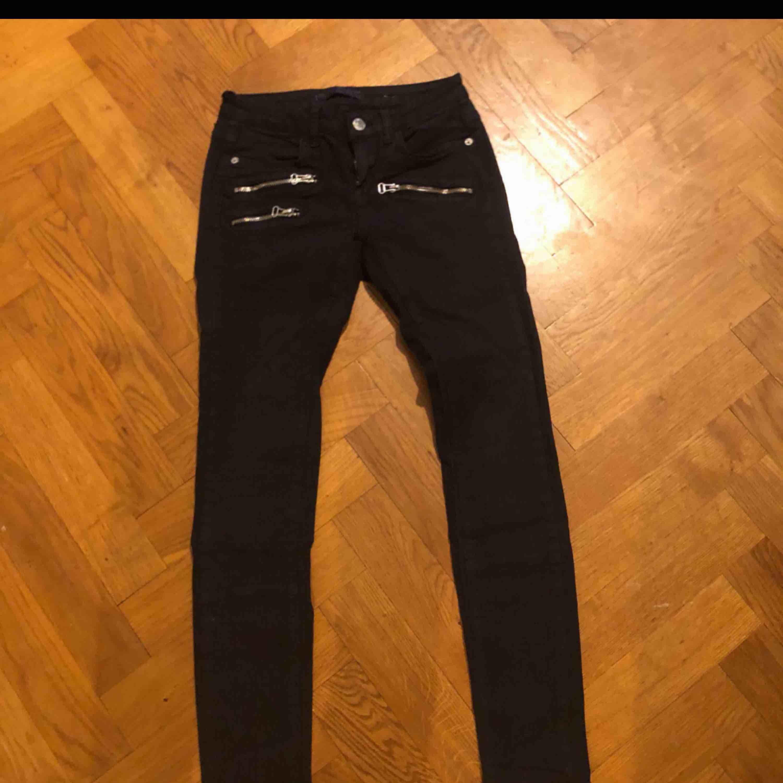 Från Gina . Jeans & Byxor.