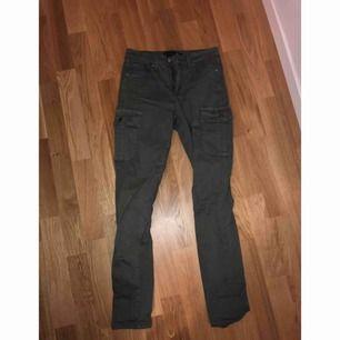 Oanvända jeans  Kan mötas upp i Stockholm eller frakta (köparen står för frakten)