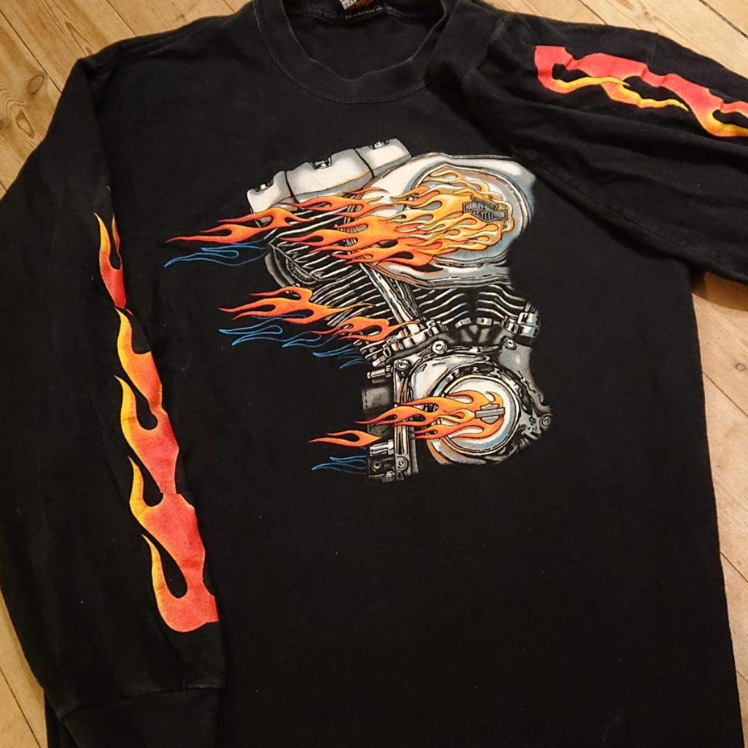 Snygg tröja från Harley-Davidson i fint skick! . T-shirts.