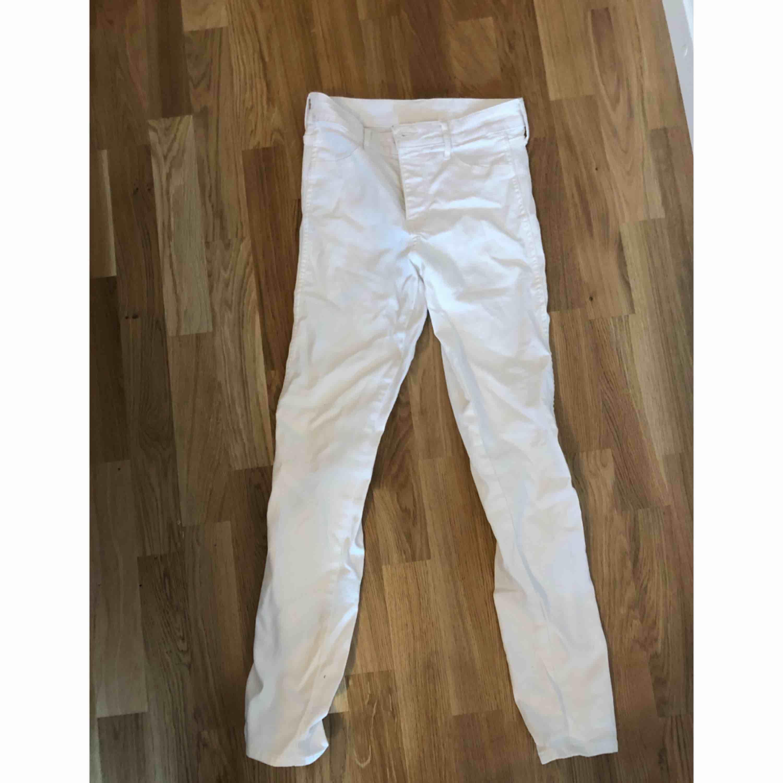 Vita jans (orättvis bild)  Kan mötas upp i Stockholm eller frakta (köparen står för frakten). Jeans & Byxor.