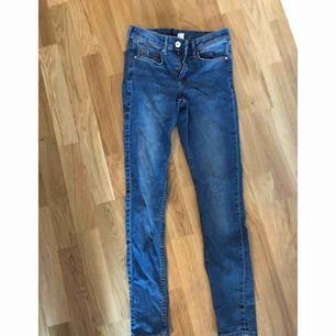 Jeans (jättefina på men orättvis bild)  Kan mötas upp i Stockholm eller frakta (köparen står för frakten)