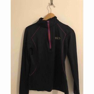Träningsjacka/tröja  Kan mötas upp i Stockholm eller frakta (köparen står för frakten)