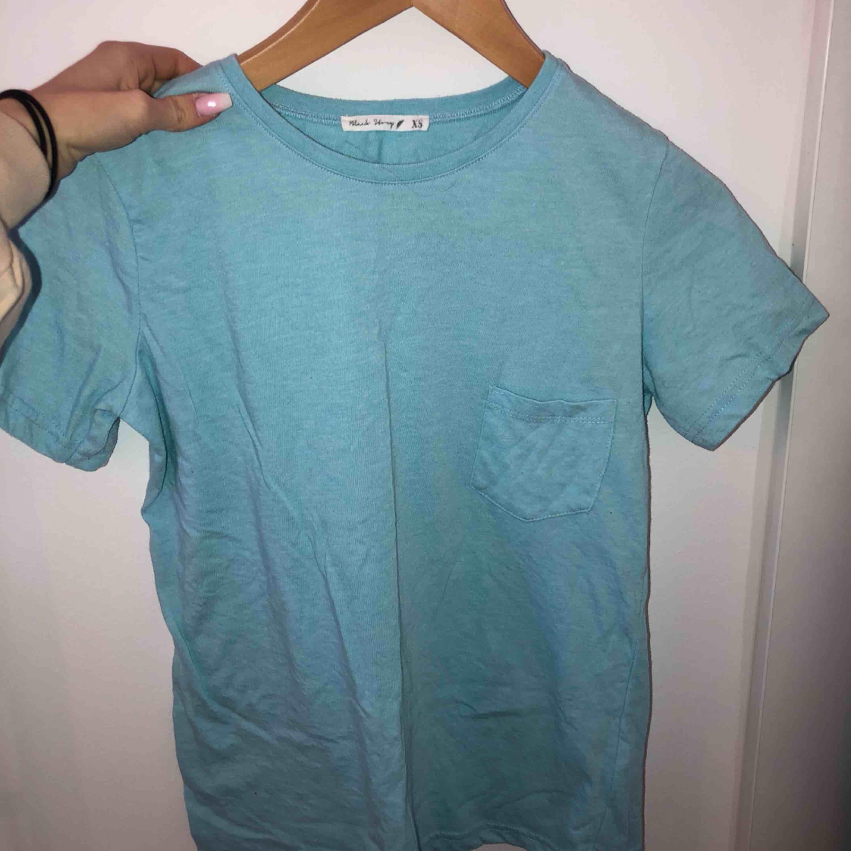 Oanvänd tröja (oversize)  Kan mötas upp i Stockholm eller frakta (köparen står för frakten). T-shirts.