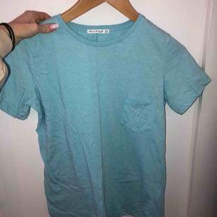 Oanvänd tröja (oversize)  Kan mötas upp i Stockholm eller frakta (köparen står för frakten)