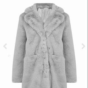 Säljer en helt oanvänd pälsjacka  Passar både s/m  Pris kan diskuteras vid snabb affär