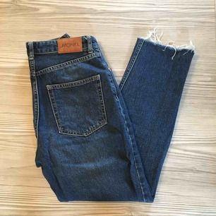 """""""Kimomo High Relaxed"""" Jeans från Monki   Köpta här på Plick men oanvända av mig, avklippta ett par cm av förra ägaren  """