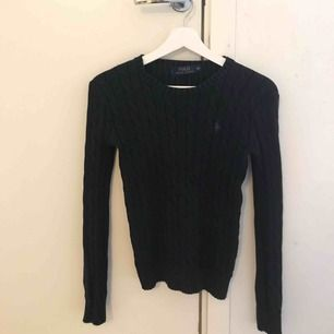 Svart Ralph Lauren kabelstikad tröja i XS