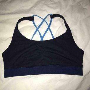 Sport-BH! Storlek M, färgen blå! Fin i ryggen!