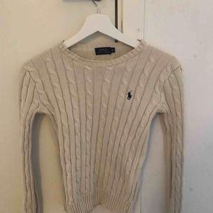 Vit Ralph Lauren kabelstickad tröja i XS