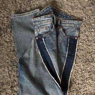 As snygga mom jeans från Monki! Tyvärr är de försmå därav varför jag säljer dem. Priset är inklusive frakt (79 kr). Tar endast swish!