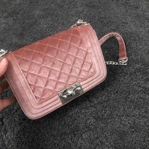 Superfin rosa väska från GinaTricot, i princip aldrig använd
